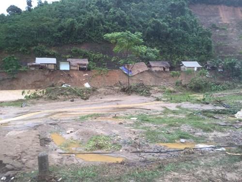 Mưa lũ dồn dập Nghệ An, hơn 500 người bị cô lập-5