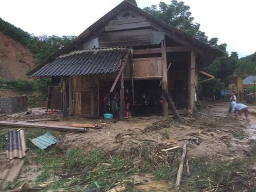 Mưa lũ dồn dập Nghệ An, hơn 500 người bị cô lập-6