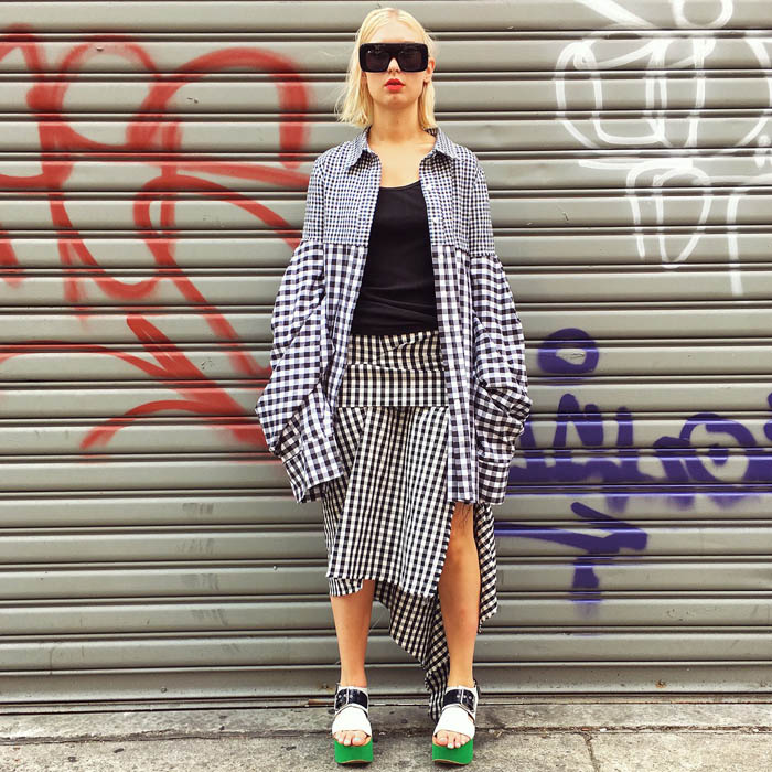 Tuần lễ thời trang New York: Váy áo lập dị thống lĩnh đường phố-15
