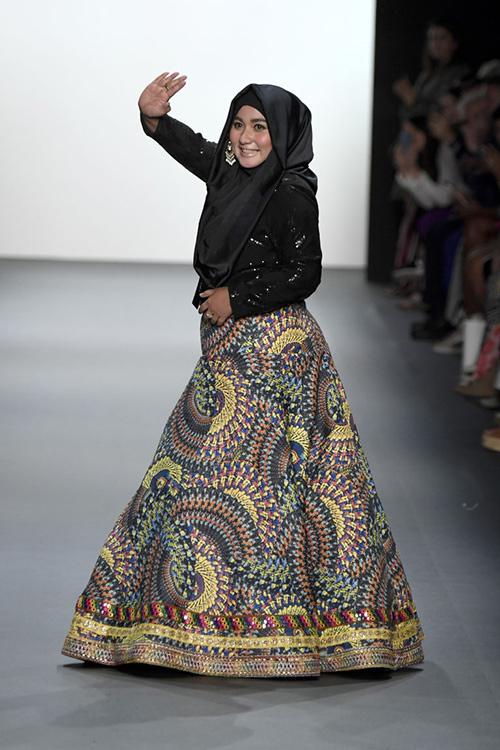 ntk hoi giao dau tien trinh dien trang phuc trum dau tai new york fashion week - 8