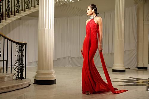 hoang thuy, kha my van trinh dien tai london va new york fashion week - 1