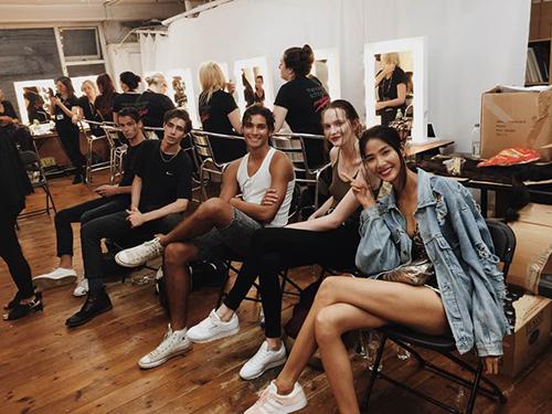 hoang thuy, kha my van trinh dien tai london va new york fashion week - 5