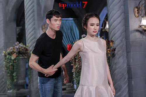 angela phuong trinh e ngai voi nhung doi thu dang gom - 3