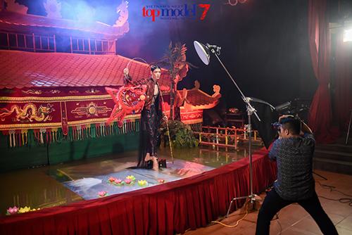 vietnam's next top model: fung la khoc vat va khi thuy tram bi loai - 7