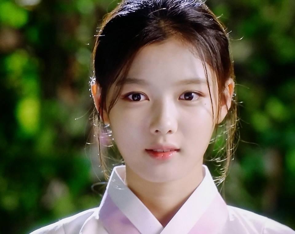 may hoa anh trang tap 9: kim yoo jung cong khai phan nu nhi truoc mat nguoi yeu - 1