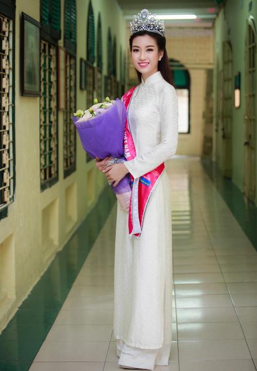 nhung chiec ao dai duoc khen het loi cua hoa hau do my linh - 7