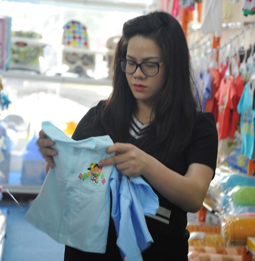 nhan sac 'xuong doc khong phanh' vi tang 20-30kg khi bau bi cua sao viet - 13