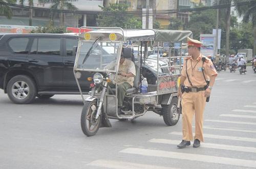 csgt ra quan xu ly xe cho hang cong kenh sau vu chau be tu vong do ton cua co - 1