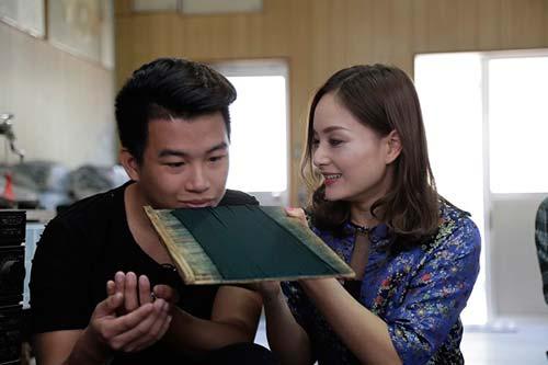 lan phuong dien ao dai cach dieu, di dao tren dat nhat - 4