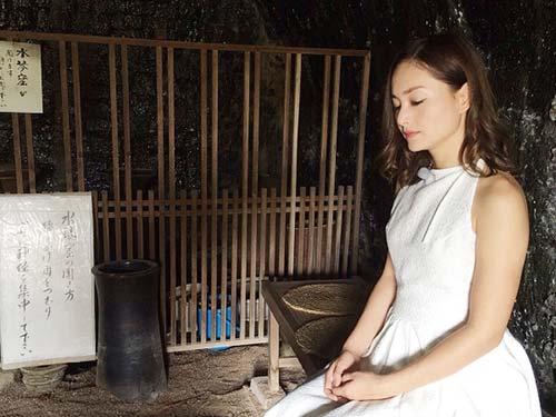 lan phuong dien ao dai cach dieu, di dao tren dat nhat - 10