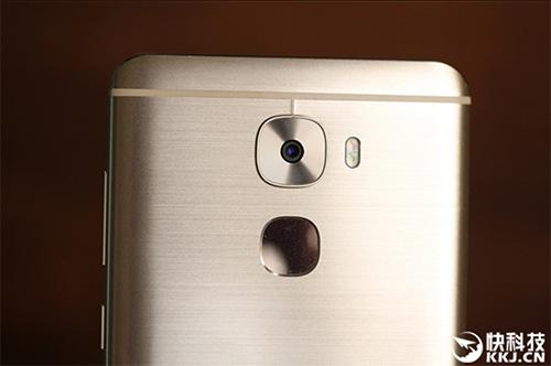 nua trieu smartphone leeco le pro 3 duoc ban sach trong vong 15 giay - 8