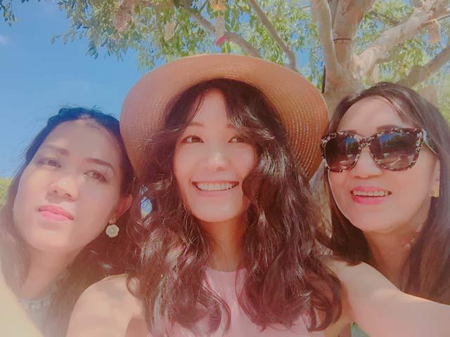 Hoa hậu Thùy Dung khoe mẹ và chị gái trẻ đẹp khi đi chơi ở Mỹ