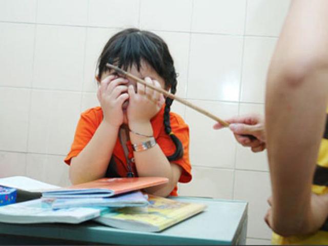3 độ tuổi phát triển đặc biệt của trẻ, cha mẹ KHÔNG sử dụng đòn roi để dạy dỗ