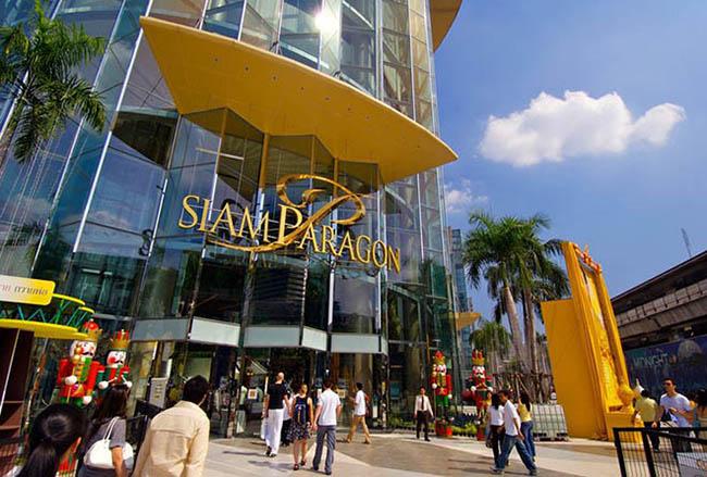 Siam Paragon  Siam Paragon là một khu mua sắm rộng nhất, gian hàng shopping to nhất, tổ hợp cinema vĩ đại nhất và được xem là thiên đường mua sắm tại Bangkok.  Ảnh: cargobi