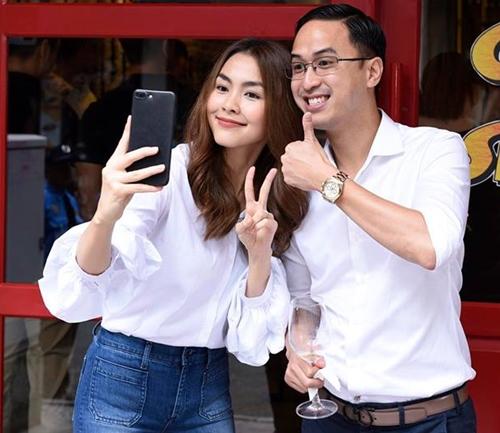Gia đình Tăng Thanh Hà cùng bạn bè đón Lễ Tạ ơn thân mật trong căn biệt thự triệu đô