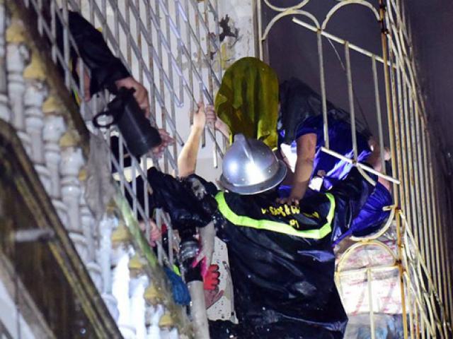 Vụ hai mẹ con chết thảm trong đám cháy ở Hà Nội: Nhìn thấy cánh tay và tiếng kêu cứu nhưng bất lực