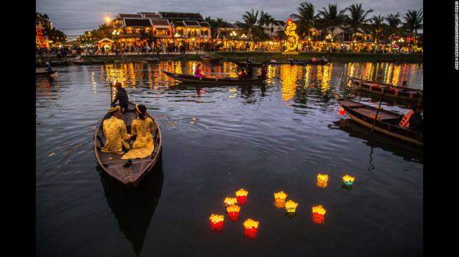 Hội An, Việt Nam: Thành phố cổ ở Việt Nam gây ấn tượng với những ngôi nhà cổ kính mang phong cách kết hợp giữa phương Đông và phương Tây.