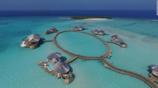 Soneva Fushi, Maldives: Là ý tưởng của Eva và Sonu Shivdasani, Soneva Fushi đi tiên phong trong xu hướng khu nghỉ dưỡng sang trọng thân thiện với môi trường.