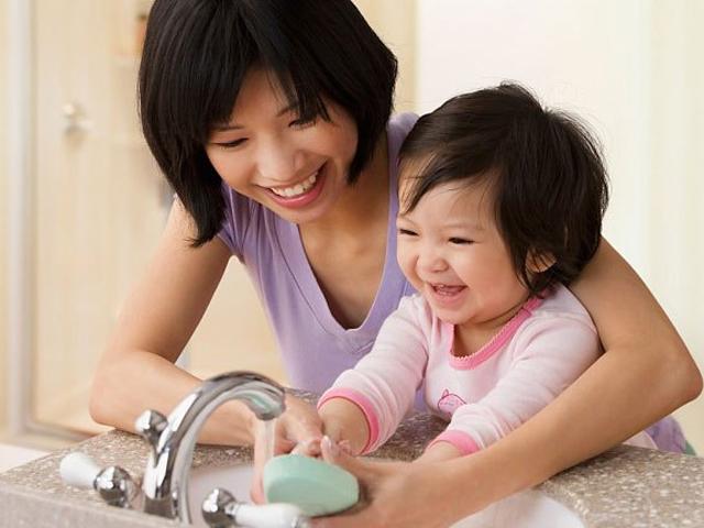 Dấu hiệu nhận biết trẻ mắc bệnh tay chân miệng mẹ cần đặc biệt đề phòng