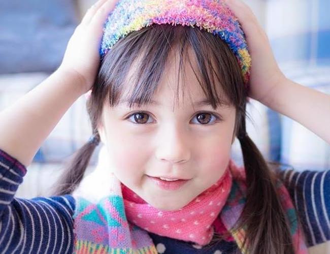 """Cô bé 8 tuổi người Thái Lan,Jenna Jirada Moran, từng được ca ngợi với những lờihết sức hoa mỹ như """"Cô bé có gương mặt hoàn hảo nhất Thái Lan"""", """"Cô bé xinh nhất Thái Lan"""" cách đây khoảng 3 năm."""