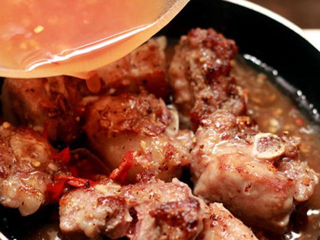 Bật mí 2 cách làm sườn xào chua ngọt đúng chuẩn màu đẹp, thịt mềm tốn cơm vô cùng