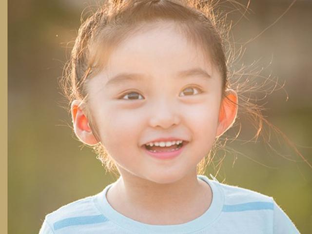 Mẹo chăm sóc từ cái răng cái tóc đến đôi chân dài cho bé gái xinh như hoa hậu