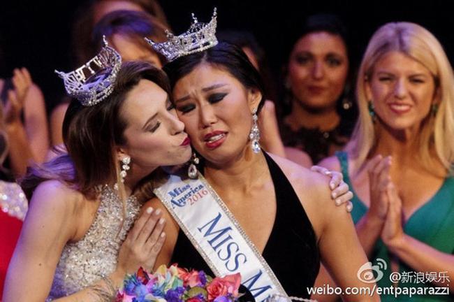 Hàng năm, có không ít các cuộc thi sắc đẹp được tổ chức và nhận được sự quan tâm của đông đảo công chúng. Bên cạnh những lần tìm ra được những người đẹp sắc nước hương trời thì cũng có khi những người được xướng tên khiến công chúng ngán ngẩm, thậm chí là không thể nhịn cười.Người đẹp gốc Hoa Toàn An Kỳ vừa đăng quang ngôi vị Hoa hậu Michigan (Mỹ) khiến nhiều người giật mình thon thót khi đăng quang.