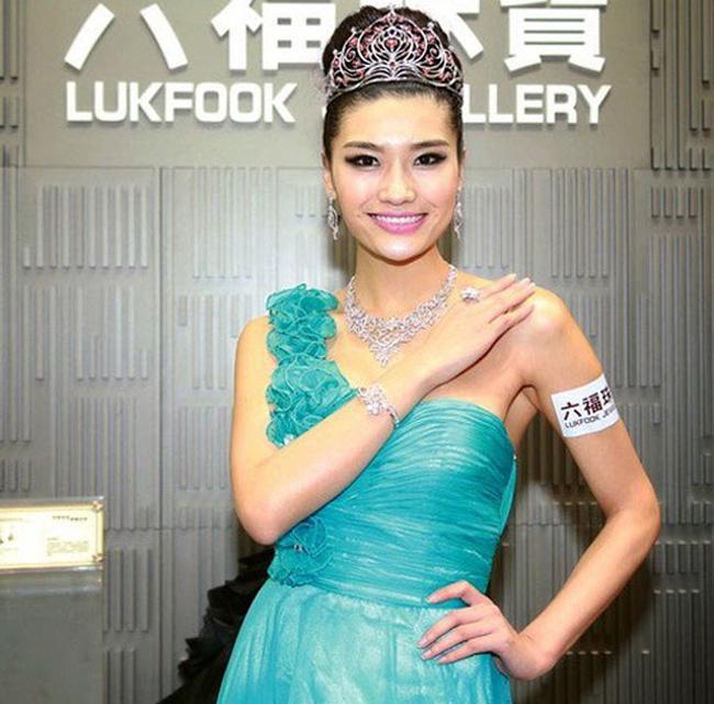 Năm 2013, thí sinh Can Diệp trở thành Hoa hậu Hoàn vũ Trung Quốc ngay cả khi bị đánh giá rất thô và kém nữ tính.
