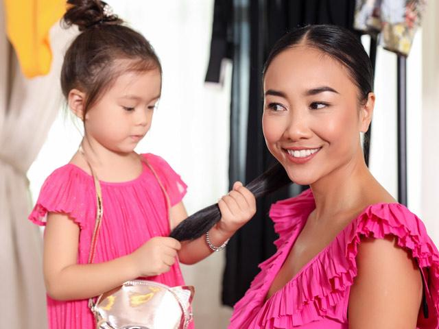 Đoan Trang mát lòng khi con gái mới 3 tuổi đã biết làm điệu cho mẹ