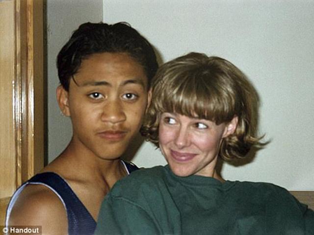 Nữ giáo viên vào tù ra tội, sinh con trong trại giam vì... yêu cậu học trò 12 tuổi