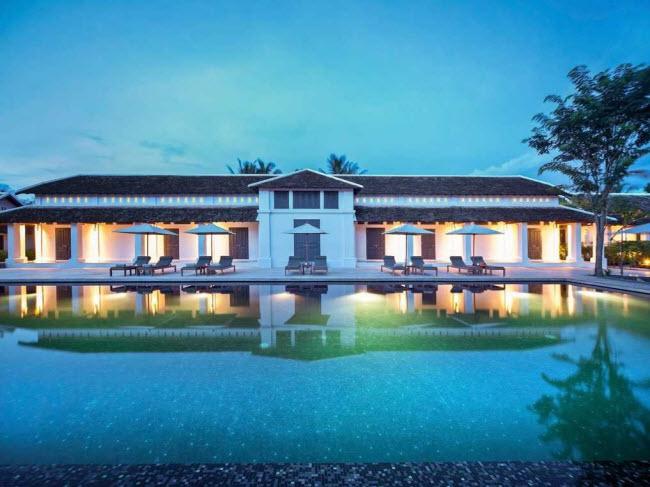 Hotel de la Paix Luang Prabang, Lào: Nằmgần trung tâm thành phố Luang Prabang, Hotel de la Paix từng một nhà tù trước khi được cải tạo thành khách sạn bao gồm 23 phòng với vườn và bể bơi riêng. Bạn vẫn có thể nhìn thấy một số tháp canh nhà tù tại đây.