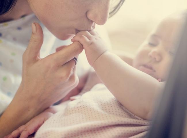 Chính sách nghỉ thai sản thực sự được quan tâm trong những năm gần đây khi phụ nữ cũng nắm giữ nhiều ví trí cao trong công việc cao ở thời đại mới. Chính sách này phụ thuộc vào từng quốc gia và đôi khi là theo từng công ty.  Danh sách này được liệt kê dựa trên những số liệu từ Business Insider, Payscale và Huffington Post; chủ yếu theo 2 tiêu chílà số tuần được nghỉ phép dành cho cả người mẹ và cha; thứ 2 là dựa vào % lương sản phụ được trả trong thời gian nghỉ thai sản.  Cùng xem danh sách các quốc gia có chính sách nghỉ thai sản tốt nhất thế giới sau đây.