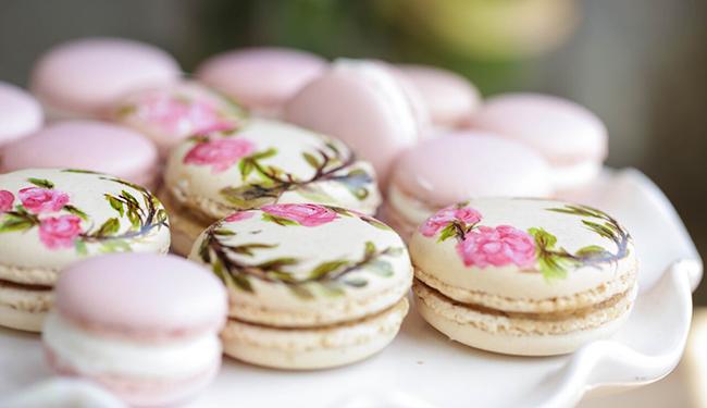 Macaroon – Pháp  Macaron là loại bánh ngọt được làm từ lòng trắng trứng, đường bột, đường cát, bột hạnh nhân và một chút màu thực phẩm. Cái tên Macaron bắt nguồn từ tiếng Italy là 'maccarone' hoặc 'maccherone', nó có nghĩa là nghiền nát.
