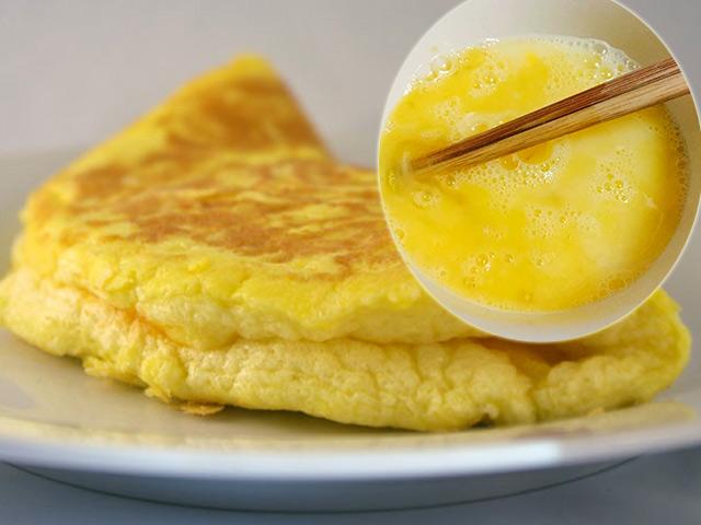 Đánh trứng mà cho thêm thứ này, món trứng rán 2 quả sẽ nhiều như 4 quả