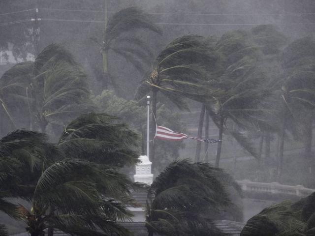 Siêu bão quái vật Irma trút cuồng nộ lên Florida, toàn bộ chìm trong biển nước