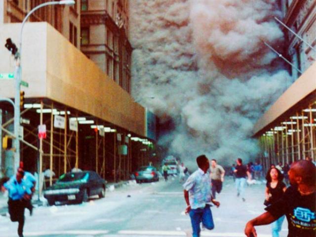 Những bức ảnh về vụ khủng bố 11/9 vẫn khiến người xem rùng mình sau 16 năm