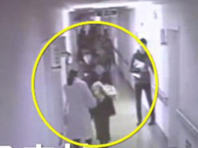 Bố ruột thông đồng với bệnh viện, tự tay bán con gái sơ sinh cho bọn buôn người