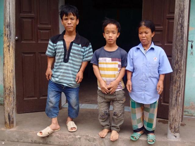 Cuộc mưu sinh chật vật của gia đình người lùn ở Hưng Yên