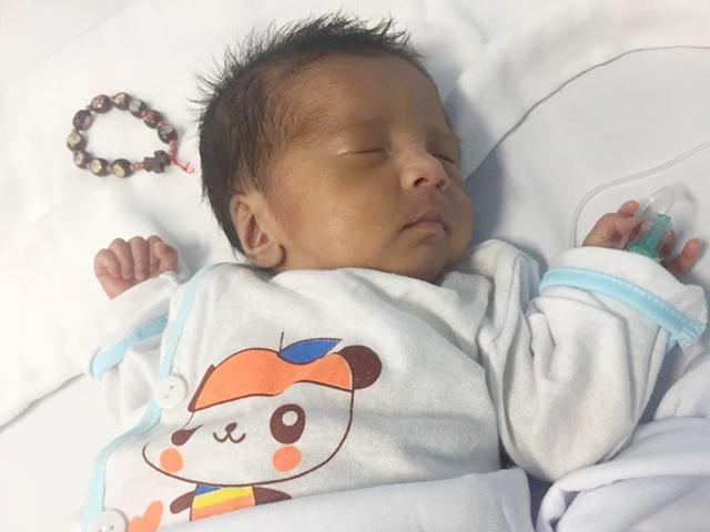 Ca sinh kỳ tích của mẹ Hà Nội khi con bị thủng ruột già, sinh non mới 29 tuần