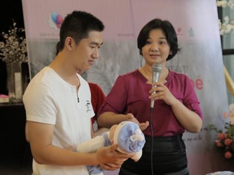 Hướng dẫn cách tắm cho trẻ sơ sinh bố mẹ nào cũng cần học ngay từ lúc mang bầu