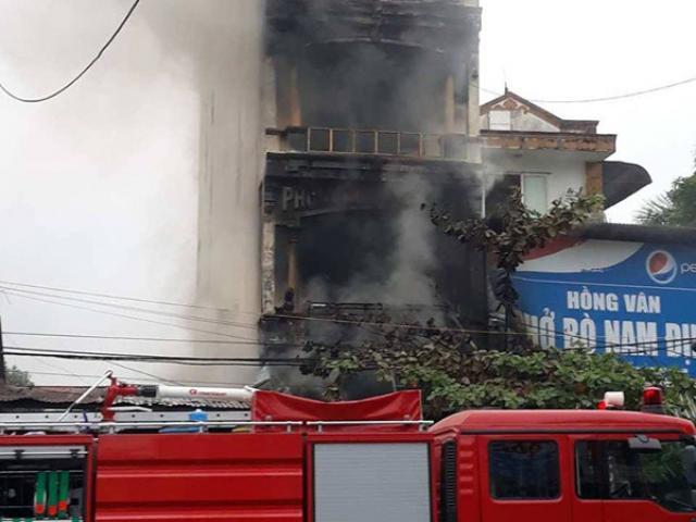 Tin nóng: Cháy nhà 5 tầng trong đêm ở Hà Nội, 2 bé gái chết thương tâm