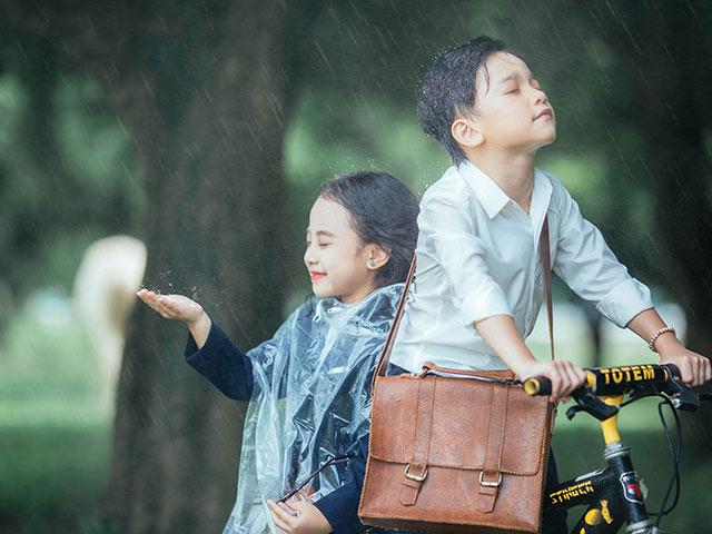 Cặp đôi Em gái mưa phiên bản nhí khiến dân mạng phát cuồng, Hương Tràm mệt tim
