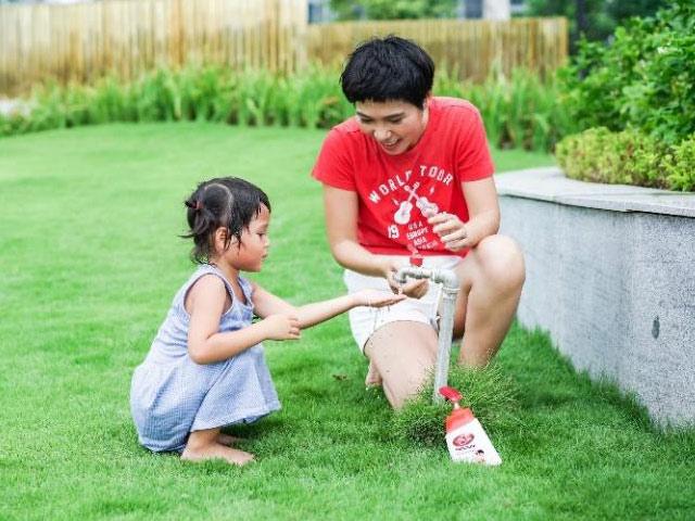 Bà mẹ toàn thời gian Uyên Bùi: Tôi chọn chăm con một cách khoa học