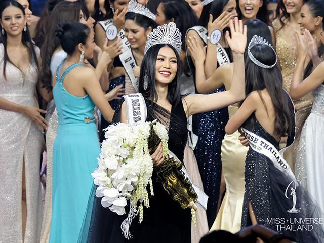 Tân Hoa hậu Hoàn vũ Thái Lan bị ghẻ lạnh ngay trên sân khấu chung kết