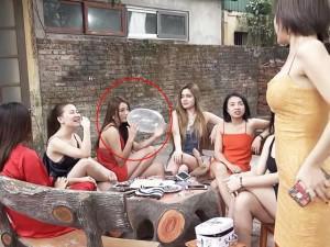 """Clip """"mẹo làm gái"""" của Thu Quỳnh vừa xuất hiện, khán giả soi ngay chi tiết """"nhìn là đỏ mặt"""""""