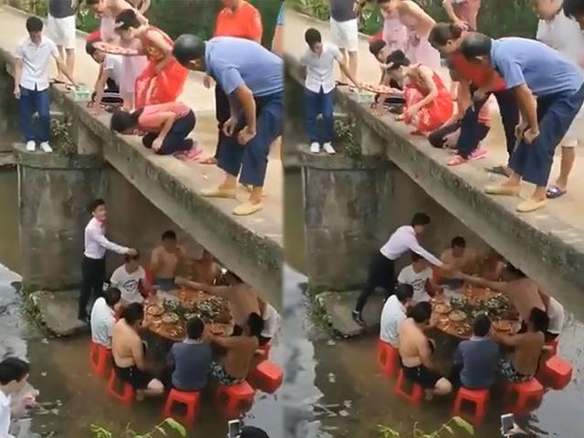 Trời nóng hơn 40 độ, cả họ rủ nhau xuống gầm cầu, chân ngập nước ăn cỗ cưới