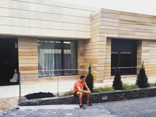 Choáng váng vì không phải Ronaldo, Messi, đây mới là cầu thủ có ngôi nhà đắt nhất làng bóng