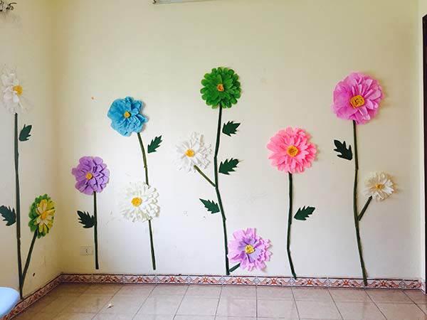 """Mẹ đơn thân mê phượt tỉ mẩn trang trí căn phòng với những bông hoa """"khổng lồ"""" tặng con gái - 2"""