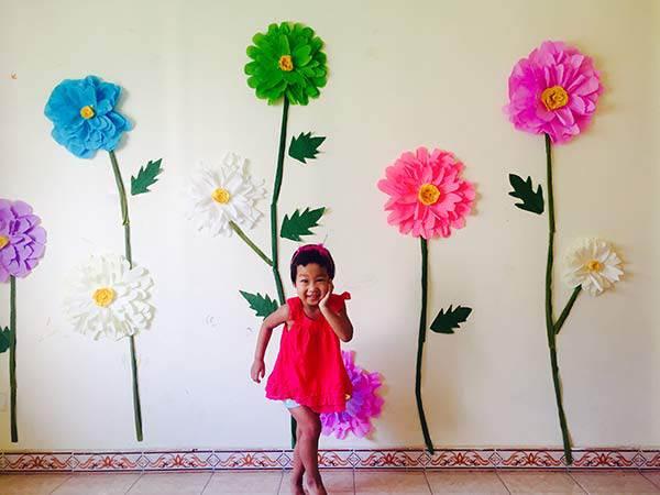 """Mẹ đơn thân mê phượt tỉ mẩn trang trí căn phòng với những bông hoa """"khổng lồ"""" tặng con gái - 4"""