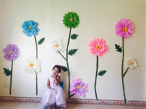 """Mẹ đơn thân mê phượt tỉ mẩn trang trí căn phòng với những bông hoa """"khổng lồ"""" tặng con gái - 5"""